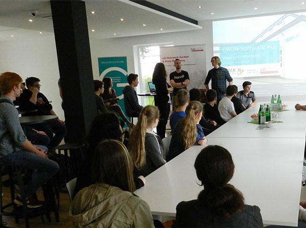 Ein spannendes Programm erwartete die rund 30 Schülerinnen und Schüler im Rahmen des 2. CHECK IN Tages bei der GRÜN Software AG.