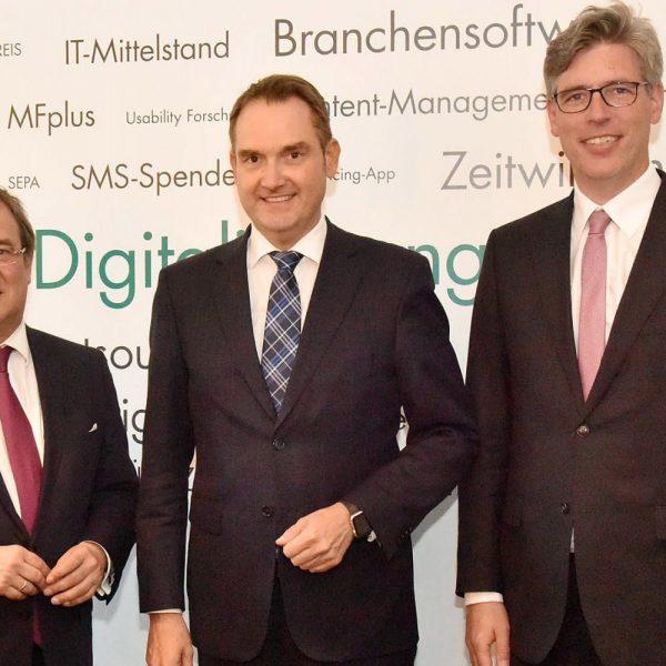 Ministerpräsident Armin Laschet, BITMi-Präsident und Vorstand der GRÜN Software AG Dr. Oliver Grün und Aachens Oberbürgermeister Marcel Philipp (v. l.)
